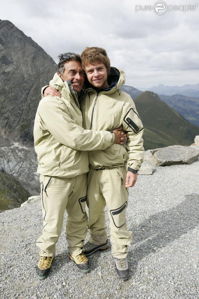 Gérard Holtz et son fils Antoine en 2005 lors de leur ascension du Mont-Blanc, réussie !