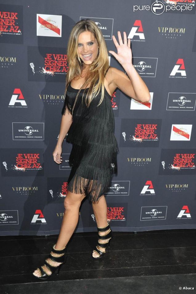La ravissante Clara Morgane, à l'occasion de la grande soirée du label AZ, qui s'est tenue au VIP Room Theatre, à Paris, le 3 juin 2010.