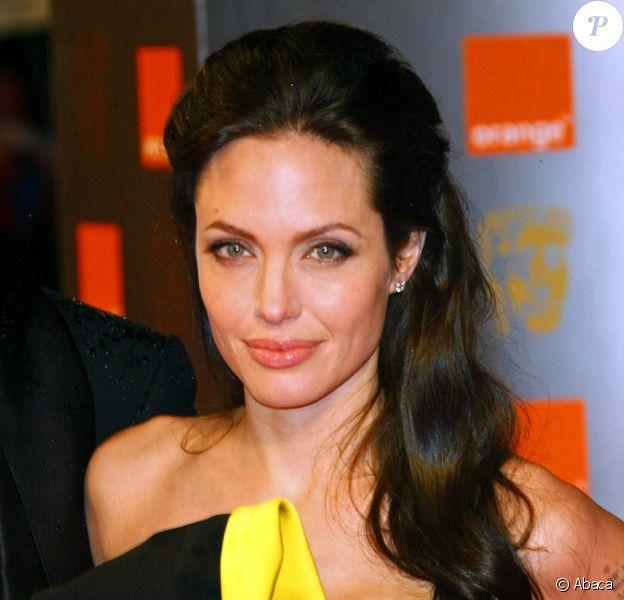 Angelina Jolie, lors des BAFTAs en 2009