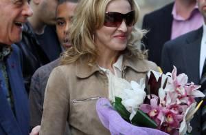 Madonna : Un étonnant look de dame patronesse pour une kermesse dans un mémorial Lady Di... avec Mohamed Al Fayed !