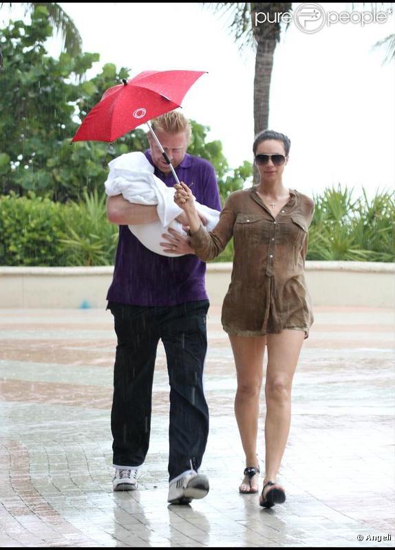Boris Becker, son épouse Lilly et Amadeus ont été surpris par l'orage, à Miami.