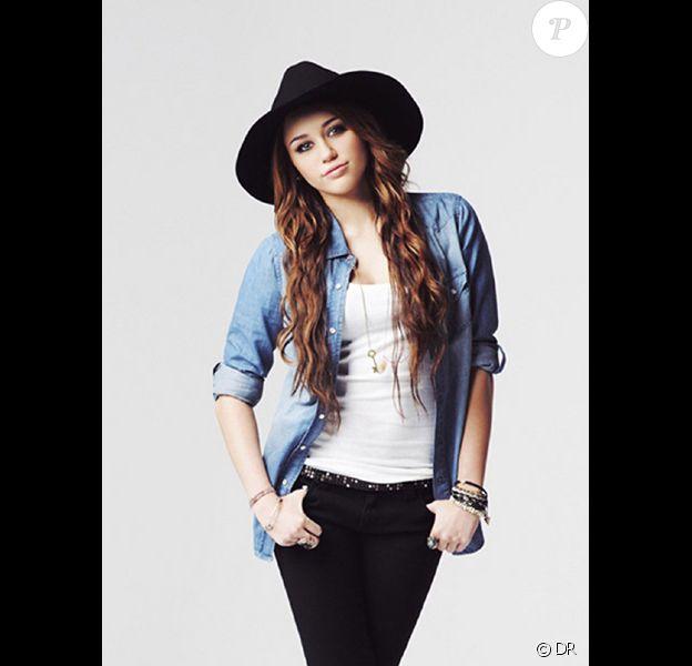 Miley Cyrus présente sa ligne de vêtements disponible dans les magasins Wal-Mart, outre-Altantique, à prix cassé.