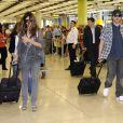Penélope Cruz et Javier Bardem accompagné de sa mère Pilar Bardem arrivent à l'aéroport de Madrid le 24 mai 2010