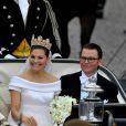Samedi 19 juin 2010, la princesse héritière Victoria de Suède et le roturier Daniel Westling se sont mariés. Après une cérémonie émouvante en la cathédrale Storkyrkan, à Stockholm, leur cortège a traversé la ville jusqu'au palais royal.