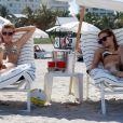 AnnaLynne McCord et sa soeur Angel à Miami. 20/06/2010