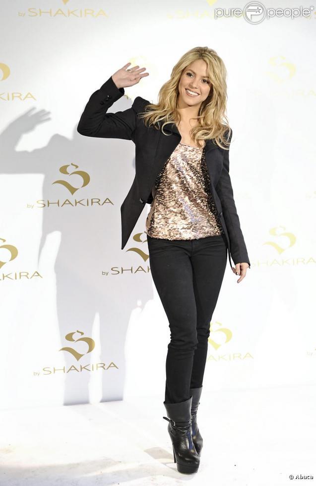 De passage par Madrid, en Espagne, Shakira présentait, au centre commercial Palacio Santa Barbara, son nouveau parfum  S By Shakira , ce mardi 22 juin.