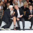Baptiste Giabiconi, Karl Lagerfeld et Bernard Arnault lors du défilé Dior à Paris le 26 juin 2010 pour le prêt-à-porter 2010-2011