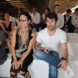Camille Miceli et Jalil Lespert lors du défilé Dior à Paris le 26 juin 2010 pour le prêt-à-porter 2010-2011