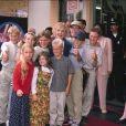 Gloria Stuart et ses petits et arrière-petits enfants en 2000