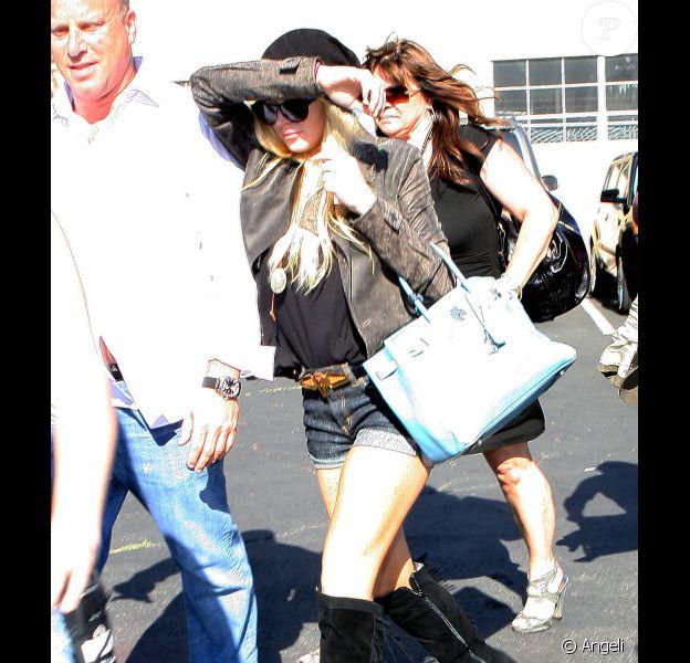 Lundi 12 juillet, à 8 jours de son entrée en prison, l'humeur n'était pas au beau fixe pour Lindsay Lohan.