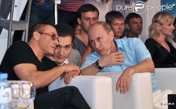 Jean-Claude Van Damme et Vladimir Poutine assistent au championnat d'arts martiaux à Sochi dans le sud de la Russie
