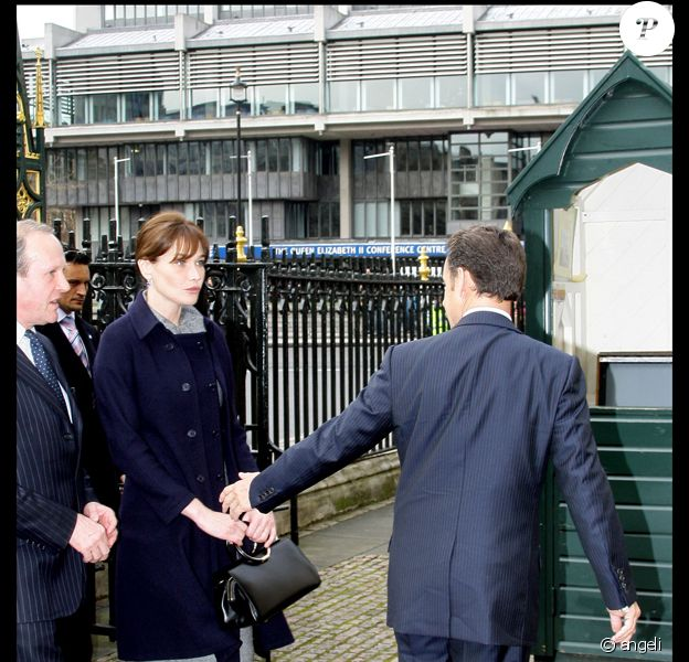 Nicolas Sarkozy : 'Carla, s'il te plaît, donne-moi la main !'...
