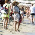 Kate Hudson en vacances à Saint-Tropez à la plage de la Voile Rouge le 18 juillet 2010