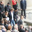 La famille à la sortie de l'église Saint-Eustache pour l'enterrement de Bernard Giraudeau le 23 juillet 2010