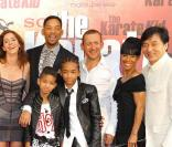 Yaël, Willow Smith, Dany Boon, Jada Pinkett, Jackie Chan, Willow et Jaden Smith lors de l'avant-première de Karate Kid à Paris le 25 juillet 2010