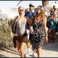 De passage à St-Tropez, Paris Hilton n'est pas passée inaperçue sur les plages de la Côte d'Azur !