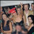 Paris Hilton est une jet-setteuse avant tout : fidèle à sa réputation, elle s'est rendue au VIP Room pour se déhancher.