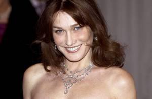 Carla Bruni-Sarkozy habillée par Christian Dior lors de son séjour britannique : un choix très judicieux...