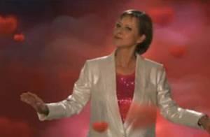 Dorothée présente son nouveau clip... C'est kitsch à souhait !