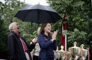 Polo sport ou tailleur pantalon chic, la princesse Marie de Danemark s'amuse en toute occasion !