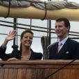 La princesse Marie et le prince Joachim en visite sur un bateau école à Copenhague le 9 août 2010.