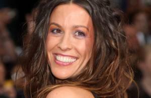 La future maman Alanis Morissette nous dévoile son joli petit bidon !