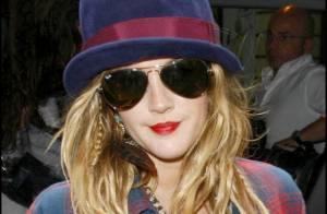 Drew Barrymore : Des lunettes de soleil pour cacher... une nuit d'ivresse ?