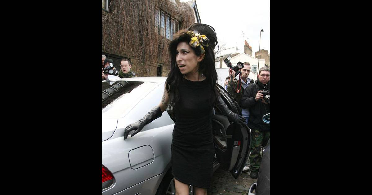 amy winehouse la m re de son mari emprisonn veut l 39 loigner d 39 elle. Black Bedroom Furniture Sets. Home Design Ideas