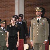 Letizia d'Espagne et son époux Felipe, très dignes pour un hommage poignant...