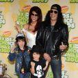 Slash en compagnie de sa femme Perla Ferrar et de leurs enfants aux Kids' Choice Awards en avril 2009 à Los Angeles
