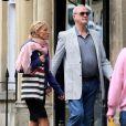 John Cleese et sa compagne Jennifer Wade dans les rues de Bath, au Royaume-Uni