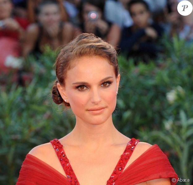 Natalie Portman, à l'occasion du tapis rouge de Black Swan, présenté en ouverture de la 67e Mostra de Venise, le 1er septembre 2010.