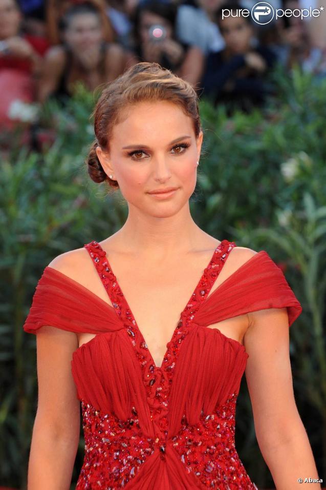 Natalie Portman, à l'occasion du tapis rouge de  Black Swan , présenté en ouverture de la 67e Mostra de Venise, le 1er septembre 2010.