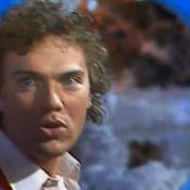 Julien Lepers : Souvenez-vous, il était chanteur ! Et ça donnait ça...