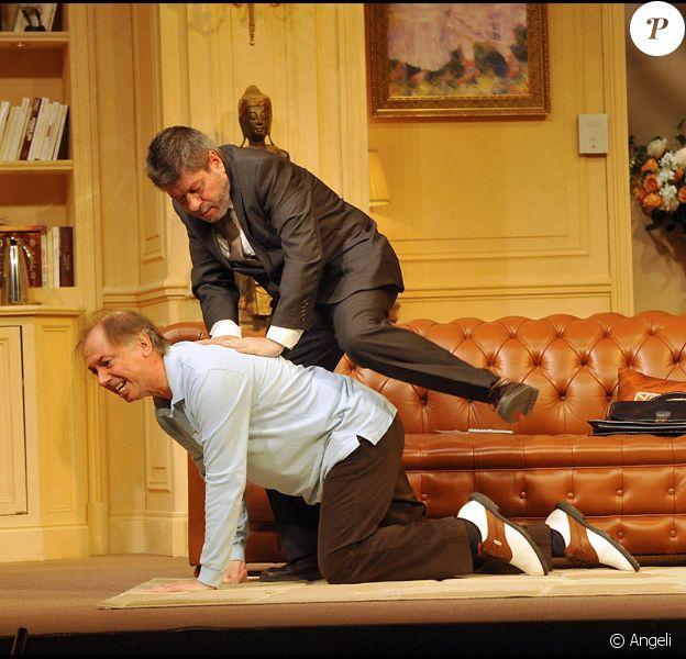 Le filage de la pièce du Dîner de cons avec Régis Laspales et Philippe Chevallier dans les premiers rôles, le 7 septembre au théâtre des Variétés