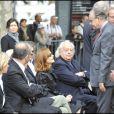 Isabelle Huppert, Jean Douchet et Frédéric Mitterrand à l'occasion de la cérémonie en hommage à Claude Chabrol, sur le parvis de la Cinémathèque Française, à Paris, le 17 septembre 2010.