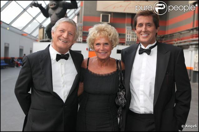 Patrick Sébastien avec Denise et Max Guazzini à l'émission Le Plus Grand Cabaret du Monde diffusée le 16 octobre 2010 sur France 2.