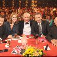 Martin Lamotte, Julie Andrieu, Patrick Sébastien, Thierry Lhermitte et Jacques Balutin à l'émission Le Plus Grand Cabaret du Monde diffusée le 16 octobre 2010 sur France 2.