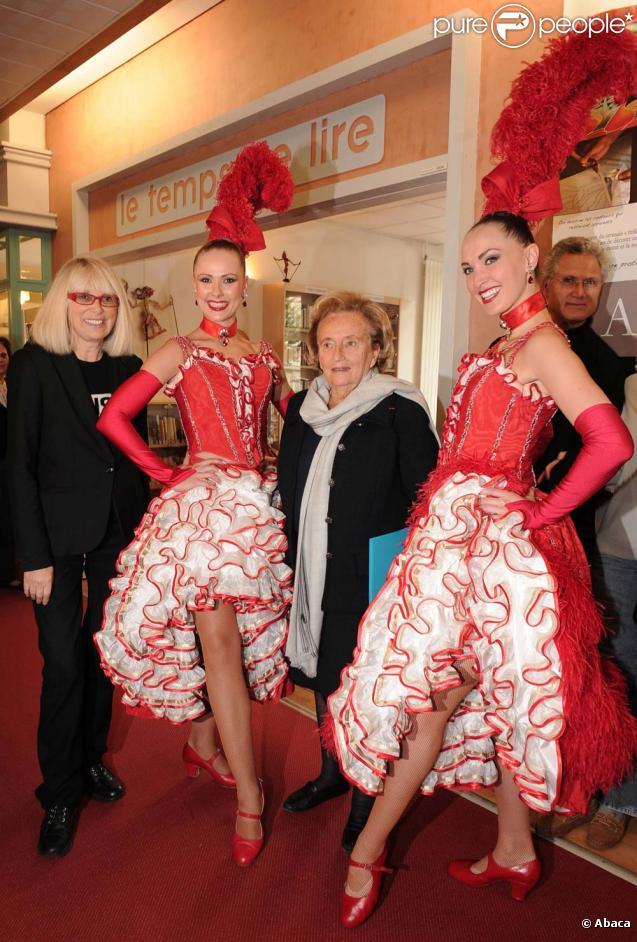 """Lancement de l'opération """"+ de Vie"""" à l'hôpital Bretonneau de Paris, le 29 septembre 2010 : Mireille Darc et Bernadette Chirac"""