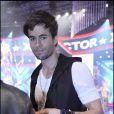Enrique Iglesias se produit à l'émission X Factor, à Milan, le 19 octobre 2010