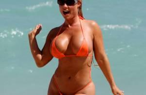 Ice-T : Sa voluptueuse femme Coco en string ficelle sur la plage ! Aucun tabou !