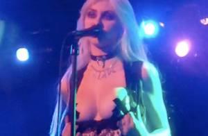 Quand Taylor Momsen exhibe sa poitrine en plein concert...