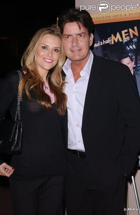 Charlie Sheen et sa femme Brooke Mueller en février 2008 à Los Angeles
