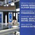 Marie Drucker, très chic dans son tailleur blanc pour la présentation du JT de 20 Heures de France 2, samedi 30 octobre 2010. A un détail près...