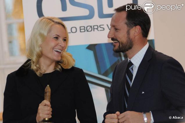 Mette-Marit et Haakon de Norvège à la Bourse d'Oslo le 4 novembre 2010.