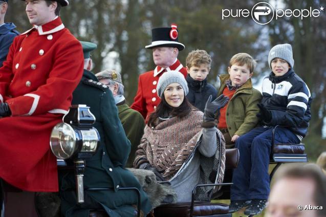 La princesse Mary et le prince Frederik étaient dimanche 7 novembre 2010 à Dyrehaven, au nord de Copenhague, pour l'Hubertus Hunt avec leurs deux enfants, Christian et Isabelle, et leurs neveux Felix et Nikolai.