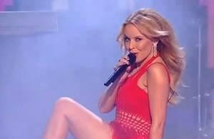Kylie Minogue, pétillante et sexy devant sa petite soeur ébahie !