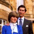 Charles et Diana, en février 1981, posent après l'annonce de leurs fiançailles.