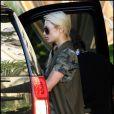 Paris Hilton sort de son hôtel de Los Angeles, samedi 27 novembre. Elle est suivie par son actuel petit ami, Cy Waits.