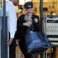 Paris Hilton s'offre une séance de shopping en solitaire, à Los Angeles, samedi 27 novembre.